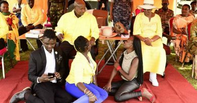 Photos: Sister Charity meets the first family,Poses like a beggar